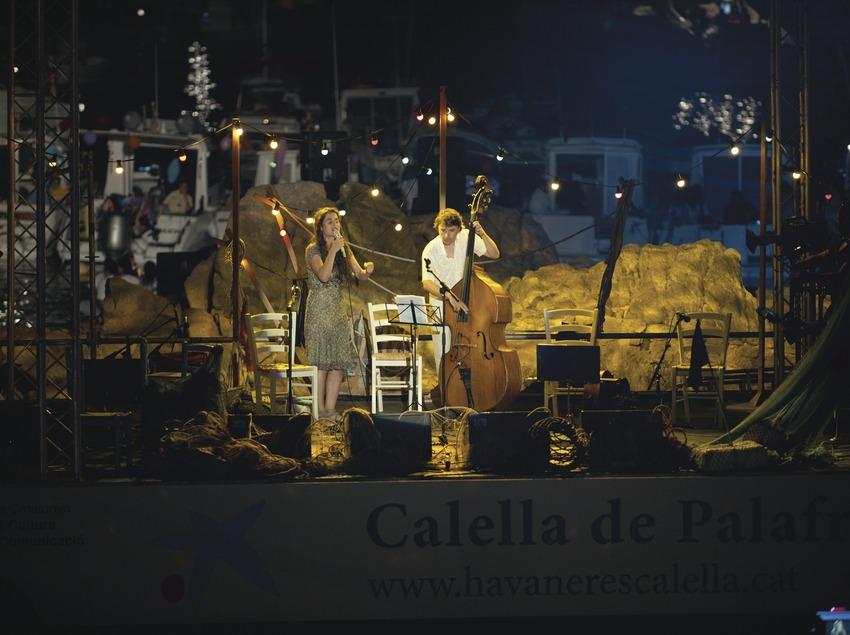 CANTADA HAVANERES_SILVIA PÉREZ CRUZ (CAT), LOGO FESTIVAL, BARQUES, ESCENARI (Marc Castellet Puig)