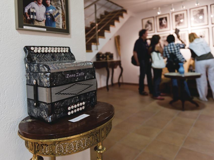 «Trobada d'Acordionistes del Pirineu» (rencontre d'accordéonistes des Pyrénées). Accordéon, visiteurs musée de l'accordéon d'Arsèguel (Marc Castellet Puig)