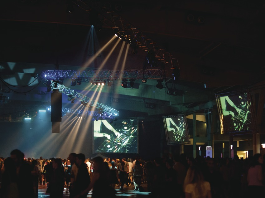 Festival Sónar Barcelona. Feria Gran Via, L'Hospitalet, proyecciones, público, escenario