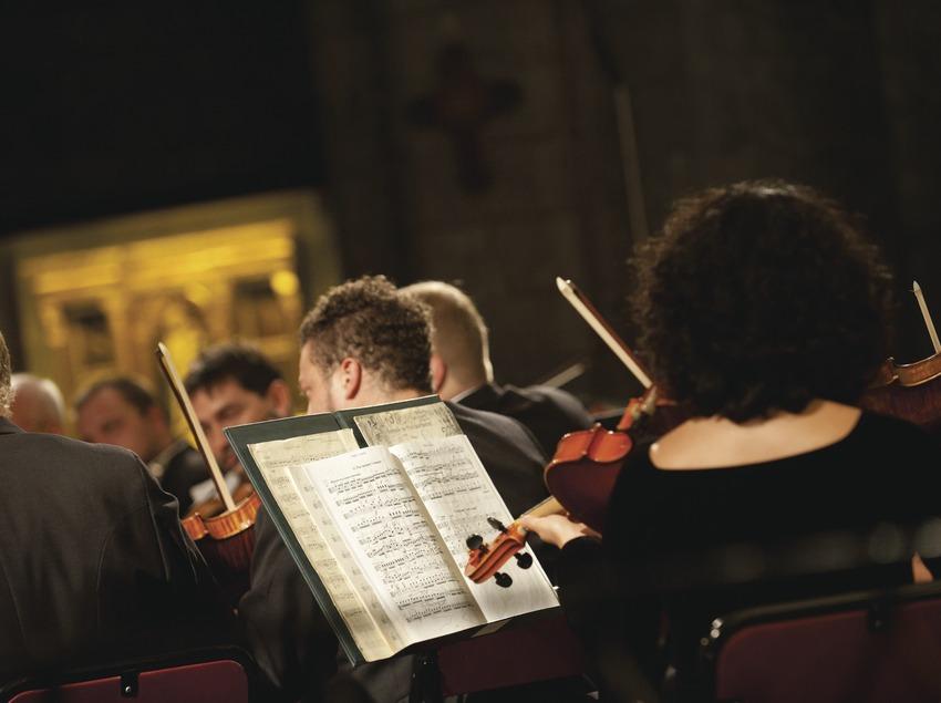 Festival de Músiques de Torroella de Montgrí. Iglesia Sant Genís, músios (Amadeus Chamber Orchestra of Polish Radio) (Marc Castellet Puig)