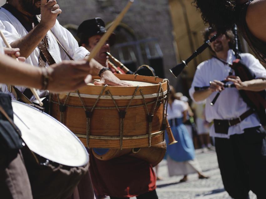Festival Terra de Trobadors. Castelló d'Empúries, músicos callejeros