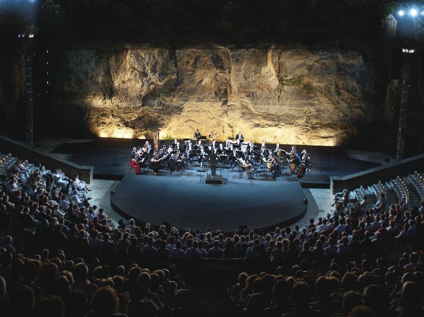 Festival Grec Barcelone. Festival Teatre grec, fanfare municipale de Barcelone, scène, public (Marc Castellet Puig)