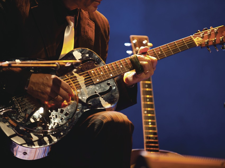 Mercat de la Música viva de Vic. Detalle músico (guitarrista) (Marc Castellet Puig)