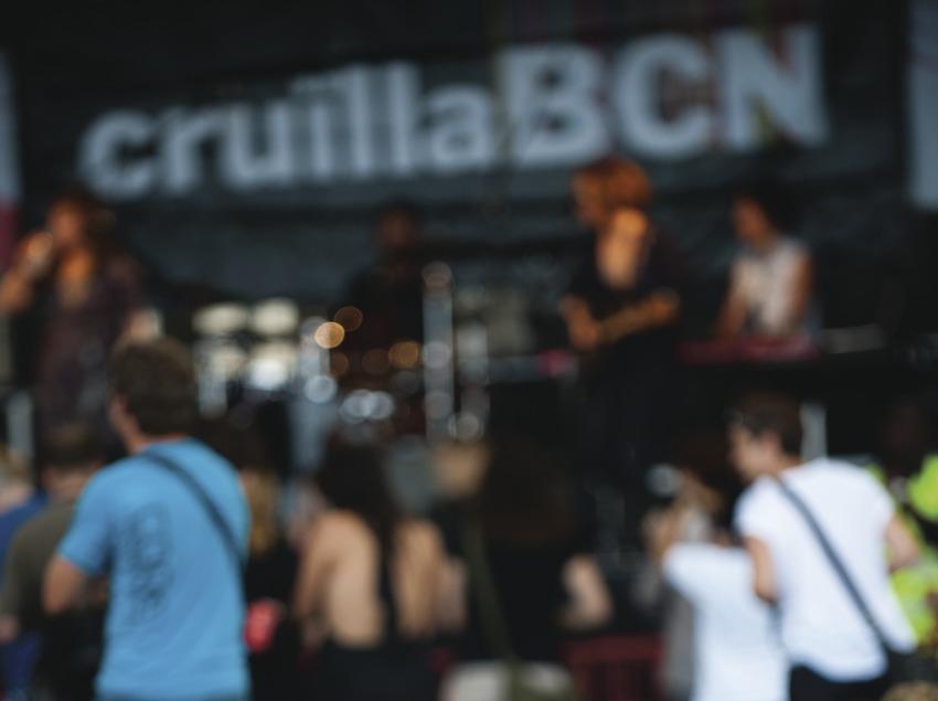 Festival Cruïlla BCN. Fòrum, público, escenario, logo festival (Marc Castellet Puig)