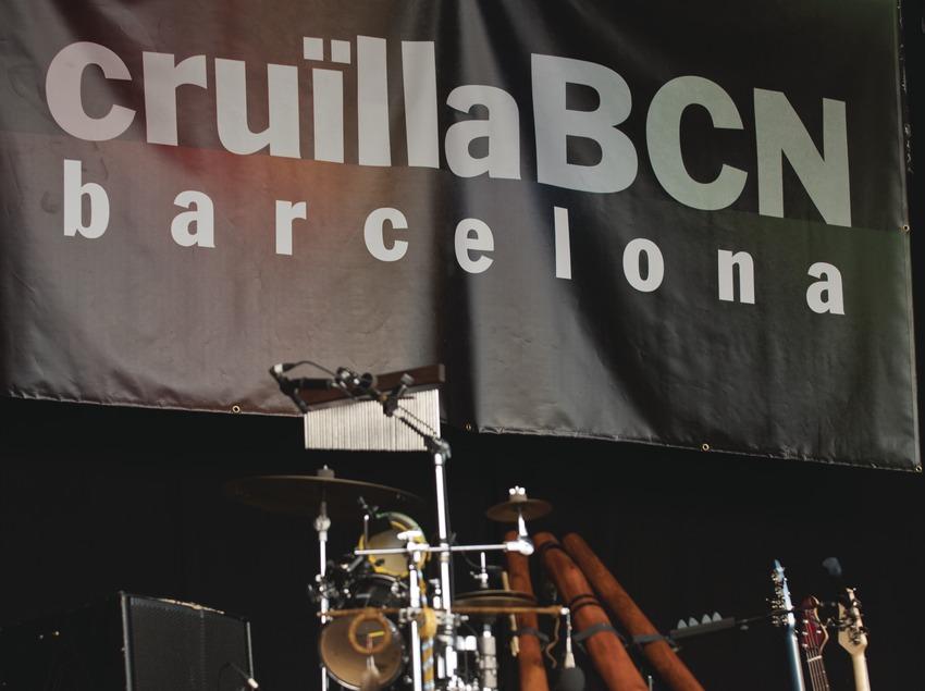 Festival Cruïlla BCN. Fòrum, instrumento, escenario, logo festival (Marc Castellet Puig)