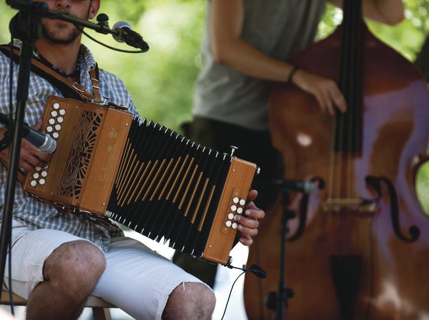 «Trobada d'Acordionistes del Pirineu» (rencontre d'accordéonistes des Pyrénées). Accordéon, contrebasse, Els Asorets del Pirineu (CAT)