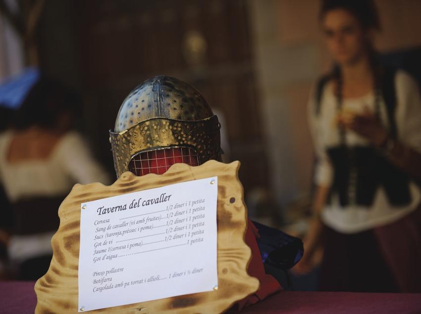 Festival Terra de Trobadors. Castelló d'Empúries, taverna mercado medieval (Marc Castellet Puig)