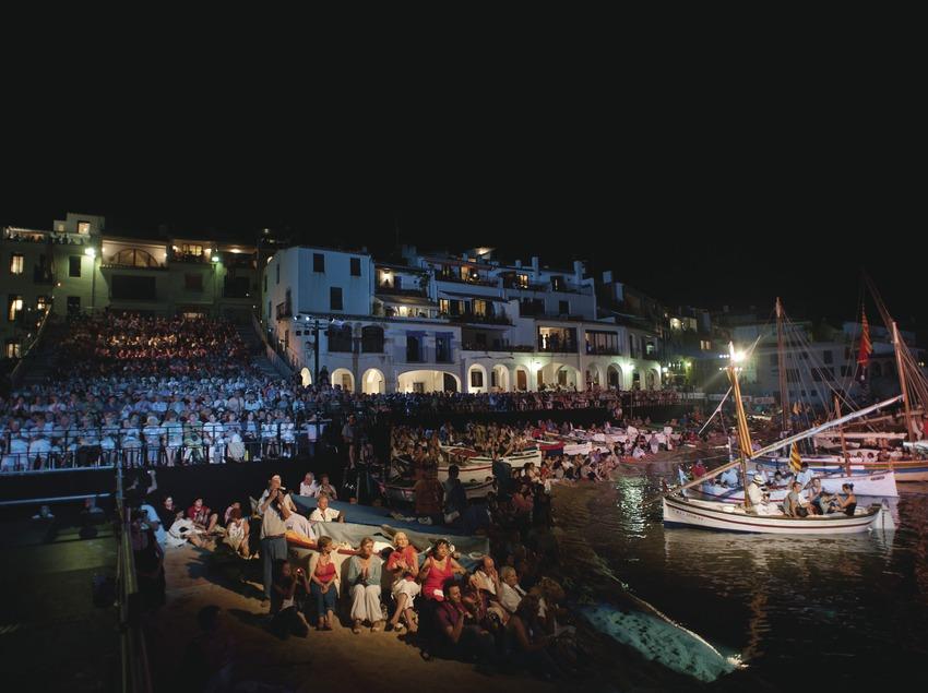 Cantada de Habaneras. Público, barcas, playa Port Bo (Marc Castellet Puig)