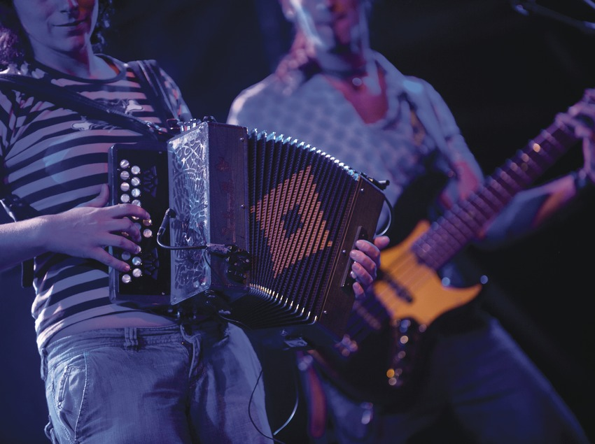 Mercat de la Música viva de Vic. Mercat de la Música viva de Vic, músicos (La Carrau, CAT), detalle instrumentos (Marc Castellet Puig)