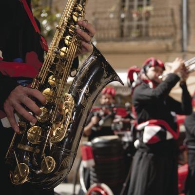 International Music Festival Ebre Terra de Vent. Tortosa, Saxo (detalle), artistas (Tumbala, Portugal) (Marc Castellet Puig)