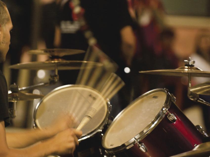 Mercat de la Música viva de Vic. Músicos callejeros, batería (Marc Castellet Puig)