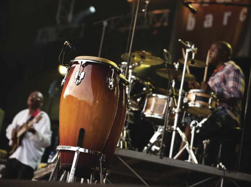 Festival Cruïlla BCN. Fòrum, instrumentos, músicos (Xavier Rudd Band, Australia) (Marc Castellet Puig)