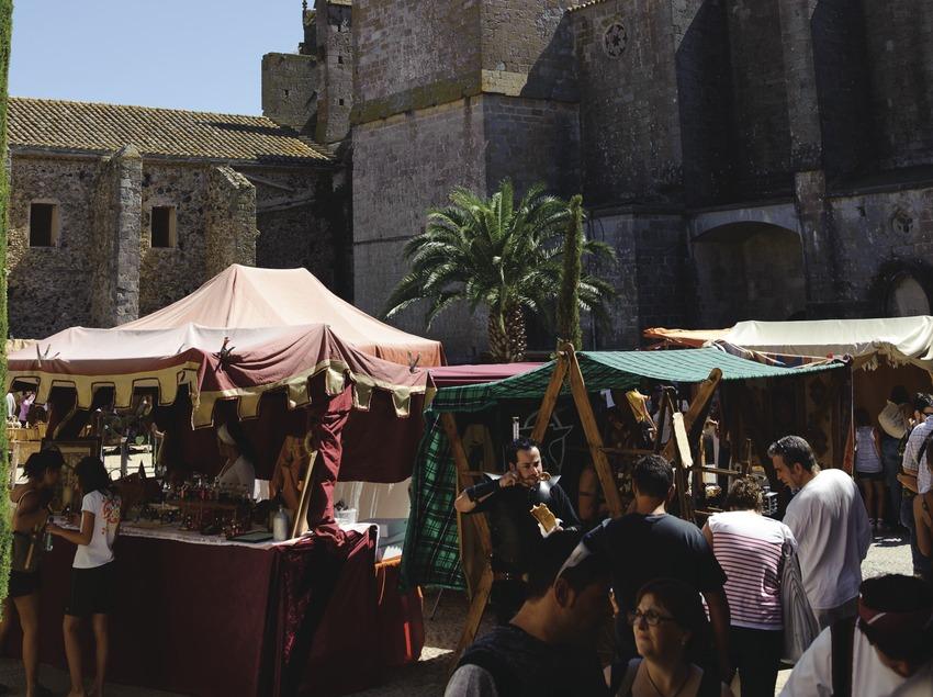 Festival Terra de Trobadors. Castelló d'Empúries, mercado medieval, basílica Santa Maria