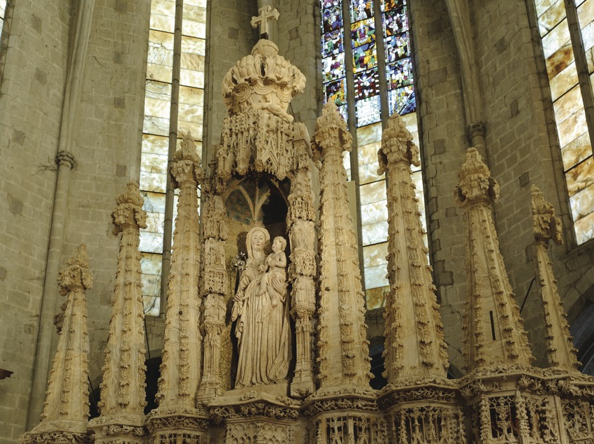 Festival Terra de Trobadors. Castelló d'Empúries, basílica Santa Maria interior, retablo alabastro gótico s.XV dedicado a la virgen de la Candelaria