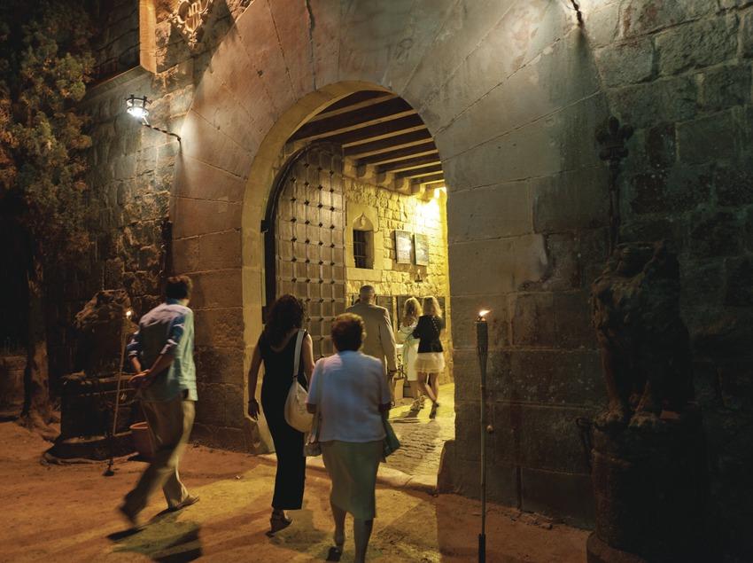 Festival de musique classique château Santa Florentina. Canet de mar, château Santa Florentina, public, porte d'entrée, public (Marc Castellet Puig)