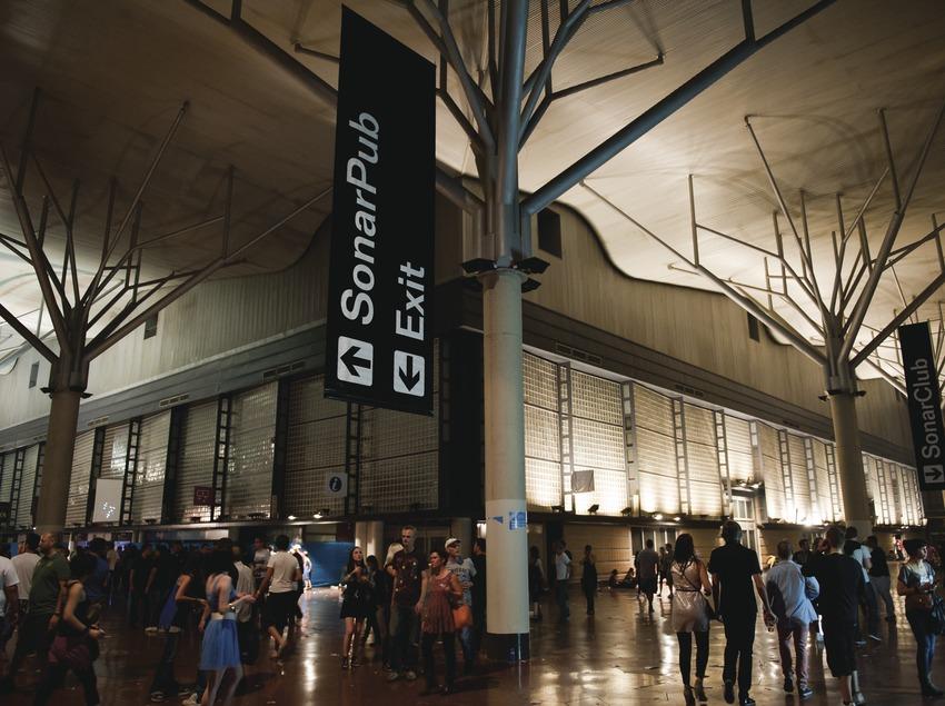 Festival Sónar Barcelona. Fira Gran Via, l'Hospitalet, projeccions, públic, escenari (Marc Castellet Puig)