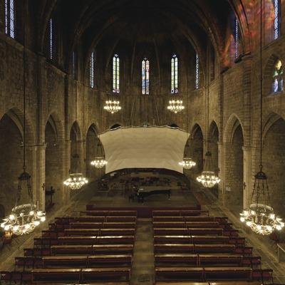 Festival de Músiques de Torroella de Montgrí. Iglesia Sant Genís, nave central, escenario