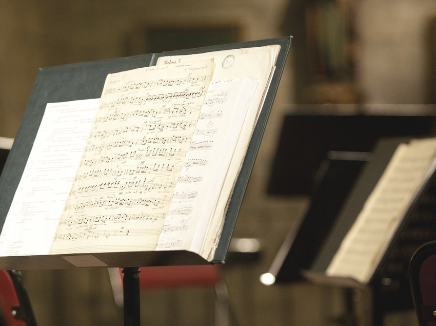 FESTIVAL DE MÚSIQUES DE TORROELLA DE MONTGRÍ_ESGLÉSIA SANT GENÍS, ESCENARI (DETALL), IMATGES RELIGIOSES (Marc Castellet Puig)