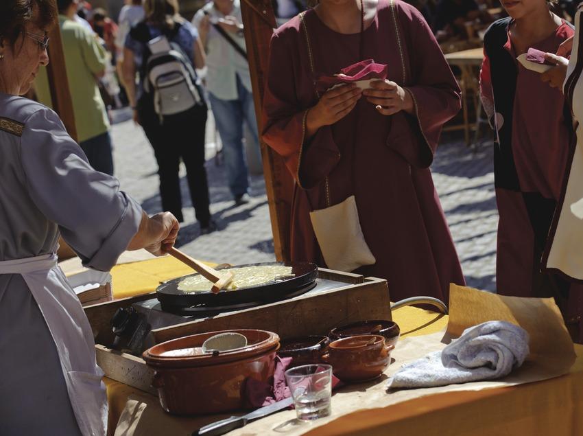 Festival Terra de Trobadors. Castelló d'Empúries, mercado medieval, creps