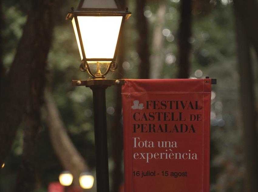 Festival Castell de Peralada. Jardines, logos, público (Marc Castellet Puig)
