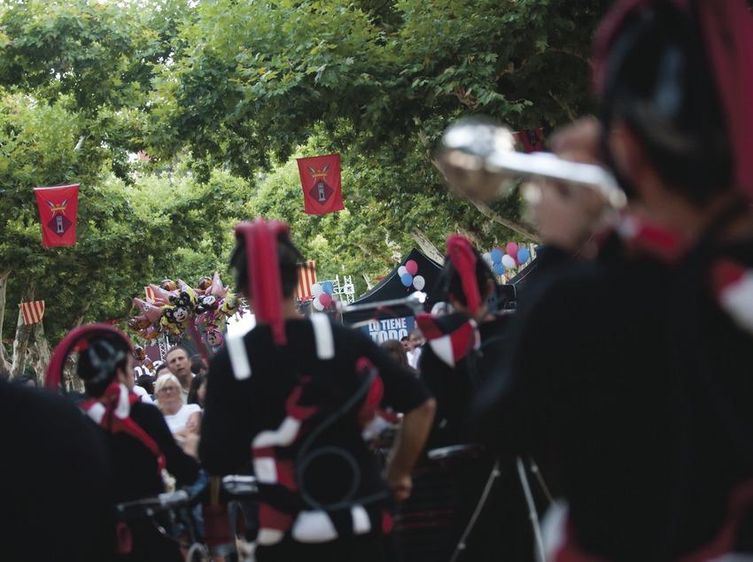 International Music Festival Ebre Terra de Vent. Tortosa, artistas (Doctor Groove, Francia), Parque Teodor González, escudo Tortosa (Marc Castellet Puig)