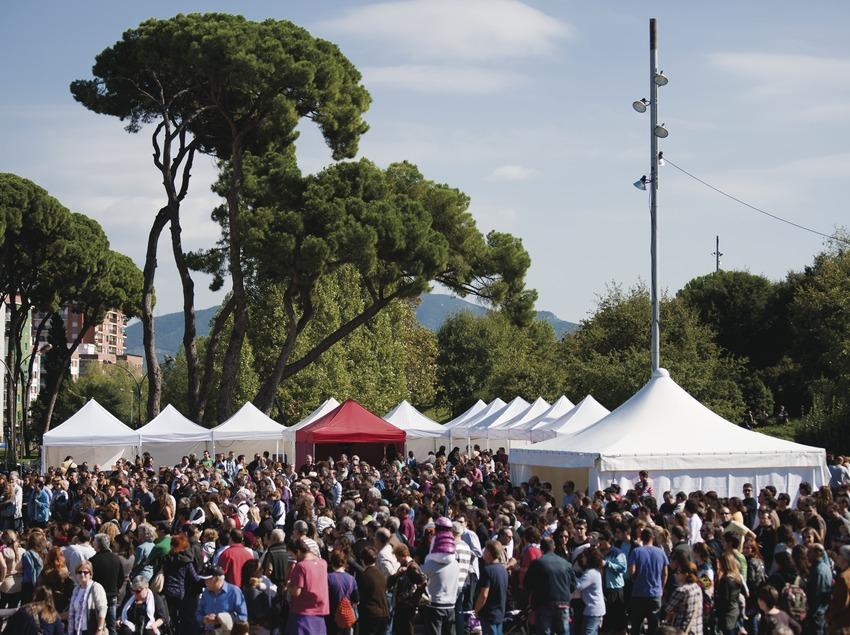 Blues Cerdanyola. Feria de discos, CD's, público, fiesta Barbacue & Blues (Marc Castellet Puig)