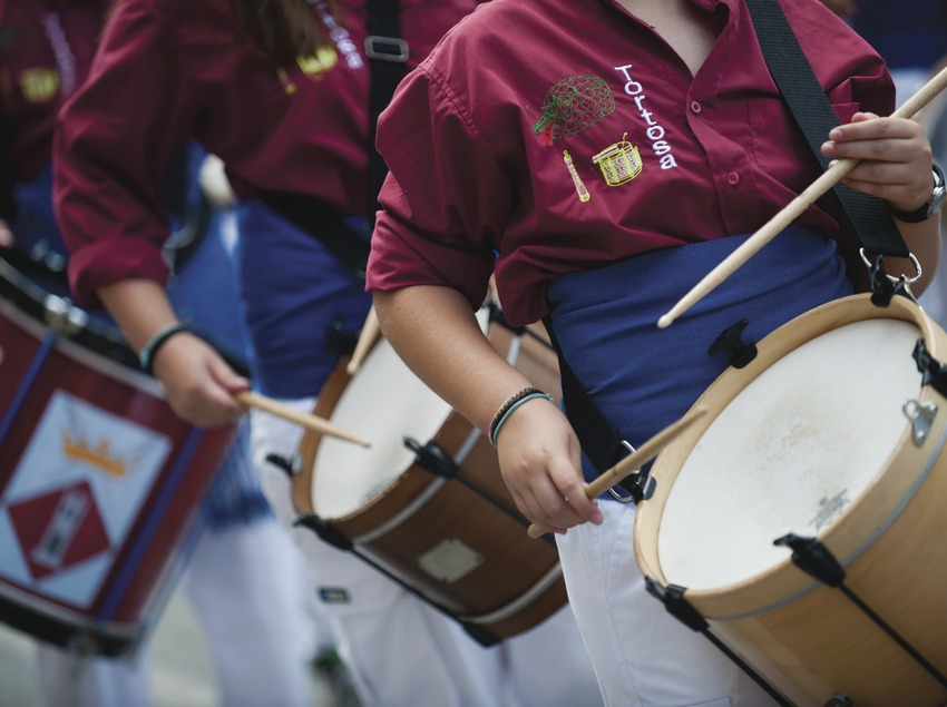 International Music Festival Ebre Terra de vent. Tortosa, timbales, detalles músicos, logo Tortosa (Marc Castellet Puig)