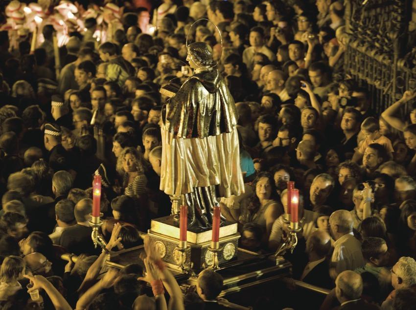 Entrée du Saint dans la basilique Santa Maria à la fin de la procession. Fête de la Saint-Félix (Gemma Miralda)