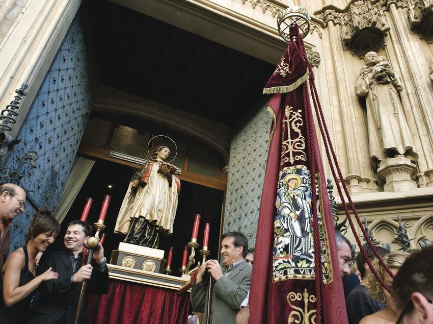 El Sant Fèlix al moment de sortir de la Basílica de Santa Maria per iniciar la processó. Festa de Sant Fèlix. (Gemma Miralda)