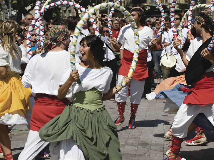 Танец с обручами. Праздник святого Феликса (Gemma Miralda)