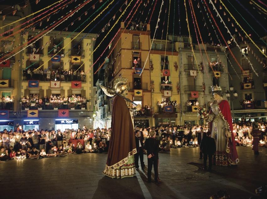 Baile con velas de los Gigante durante las Fiestas del Tura (Gemma Miralda)