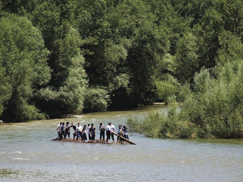 Один из плотов на реке Ногера-Пальяреза. Сплав леса в деревне Ла-Побла-де-Сегур