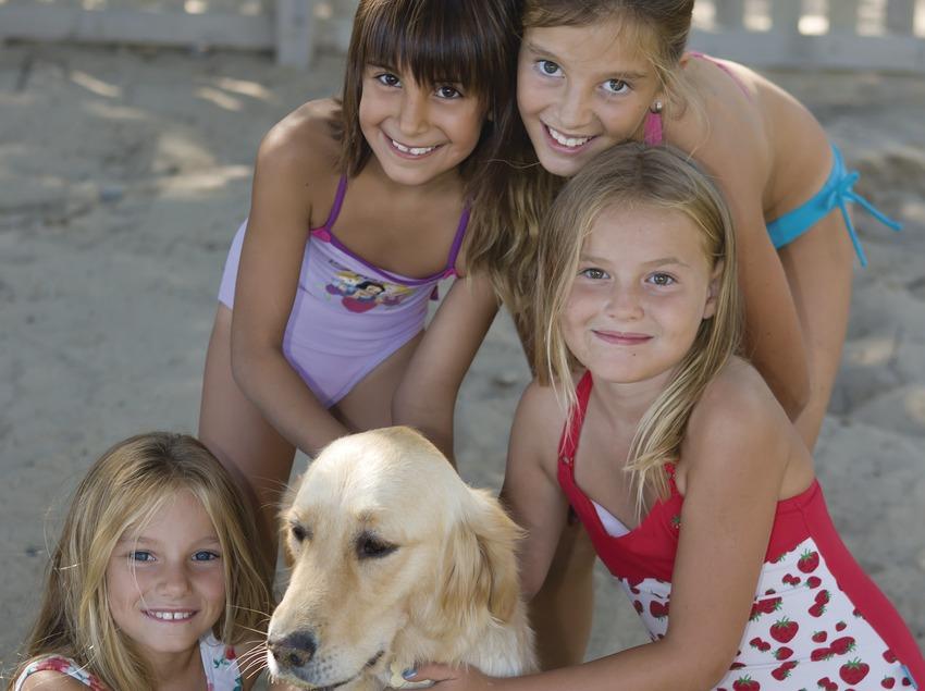 Children with a dog in Estartit