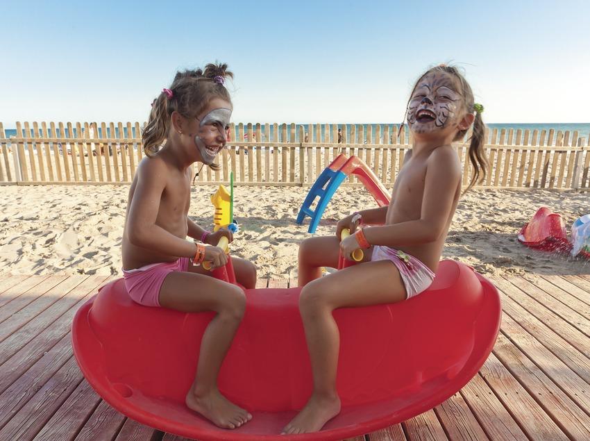 Juegos en el Club infantil de la playa de Calafell