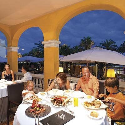 Sopar familiar al restaurant Villa Alexandel de Salou (Miguel Angel Alvarez)