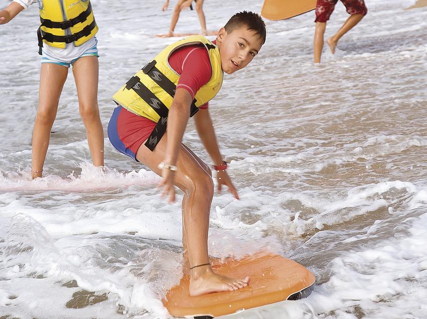 Body-board à la station nautique de Santa Susanna
