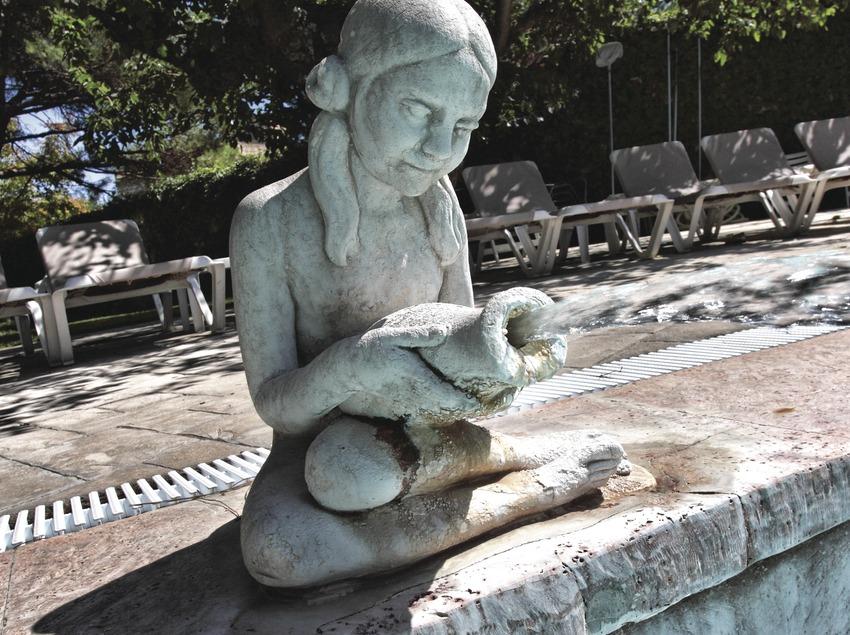 Caldes de Malavella. Escultura en el Balneari Prats   (Consorci de Viles Termals)