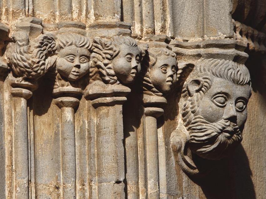 La Garriga. Detall de la façana de l'església