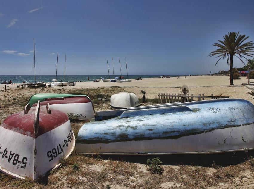 Caldes d'Estrac. Passeig dels Anglesos y playa