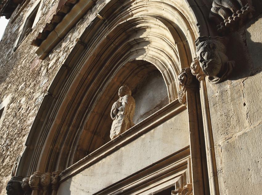 La Garriga. Detall de la porta de l'església   (Consorci de Viles Termals)