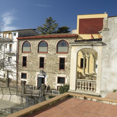 Banyoles. Exterior de l'alberg de la localitat   (Xanascat)