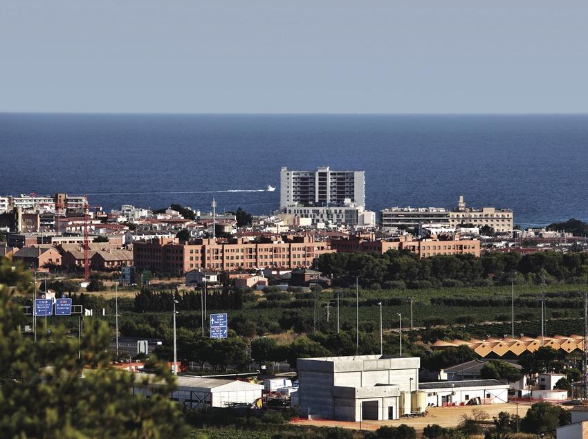 <p>El Vendrell. Vista general del poble amb el mar al fons</p> (Consorci de Viles Termals)