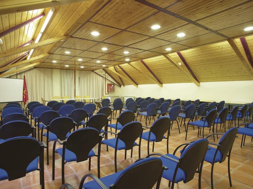 Pirineos. Sala de conferencias del Alberg Era Garona, en Salardú