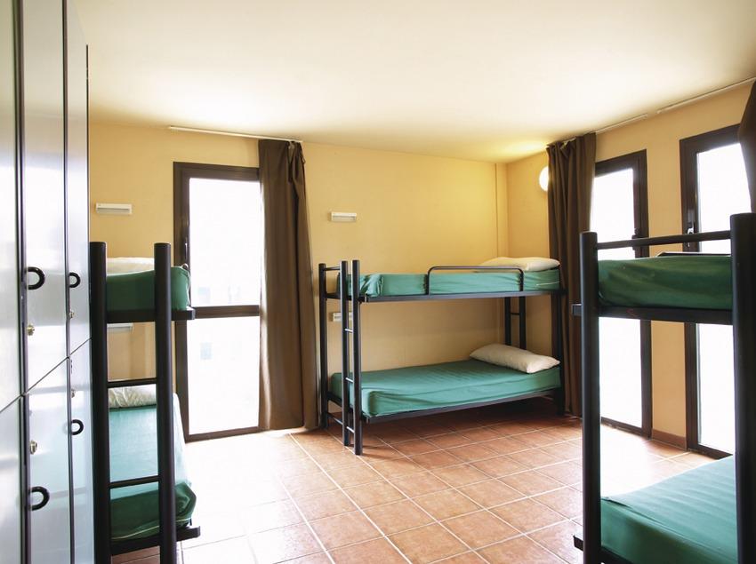 Berga. Dormitorio del albergue   (Xanascat)