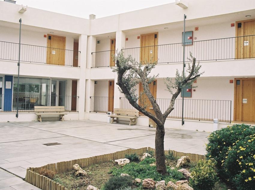 Costa Brava. Patio del albergue de L'Escala   (Xanascat)