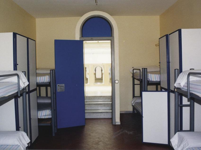 Barcelona. Dormitorio del Alberg Mare de Déu de Montserrat   (Xanascat)