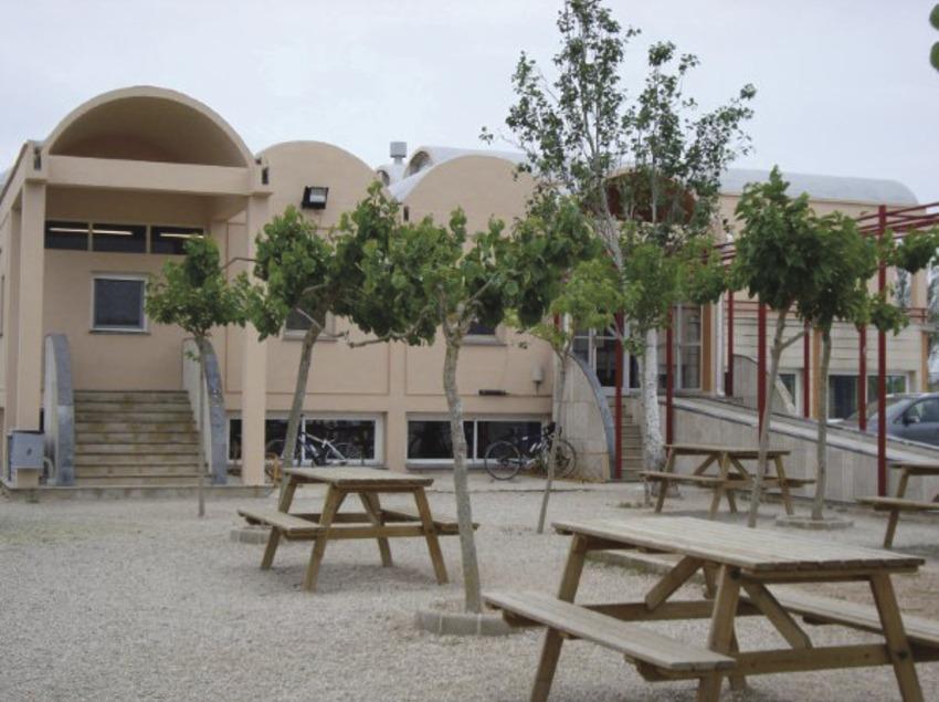 Terres de l'Ebre. Exterior del Alberg Mossèn Antoni Batlle   (Xanascat)