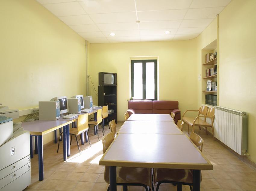 Costa Daurada. Sala de ordenadores del Alberg Jaume I, en L'Espluga de Francolí   (Xanascat)