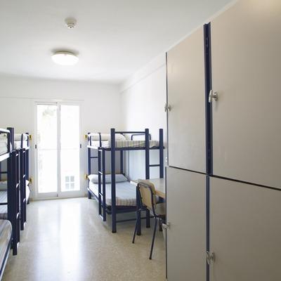 Costa Daurada. Dormitorio del Alberg L'Encanyissada, en Amposta   (Xanascat)