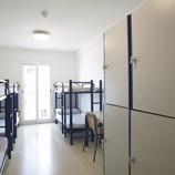 Costa Daurada. Dormitori de l'Alberg L'Encanyissada, a Amposta   (Xanascat)